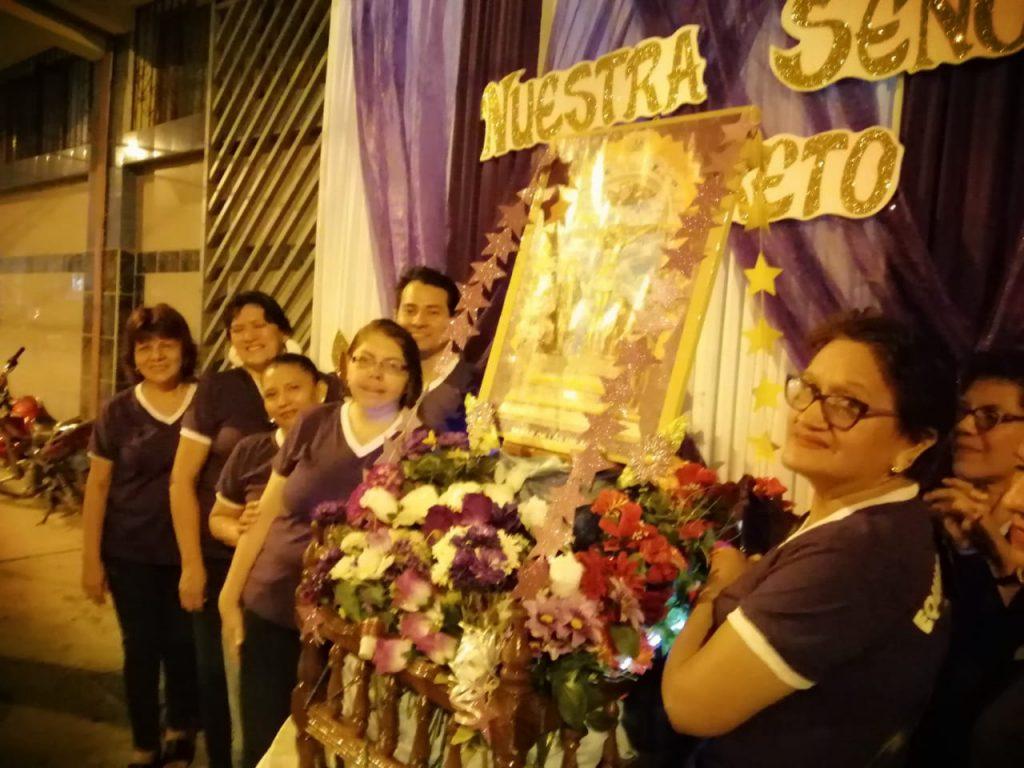 Recibimiento del señor de los milagros en la I.E. Nuestra Señora de Loreto